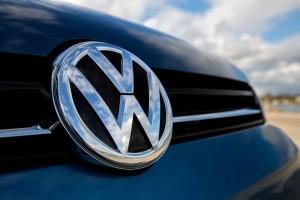 Volkswagen-logo-on-2015-Volkswagen-Golf-SportWagen-02