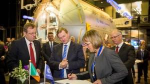 signing_Enterprise_Ireland_Trade_Taoiseach_Enda_Kenny
