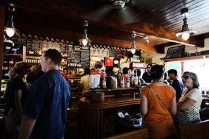 restaurant-people-alcohol-bar-medium